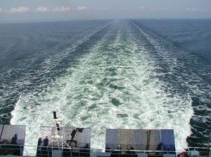Wake_(Kilwater)_behind_a_ferry.jpg